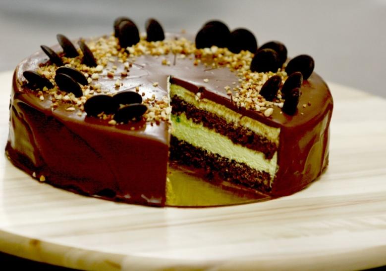 Tort de ciocolată neagră și fistic